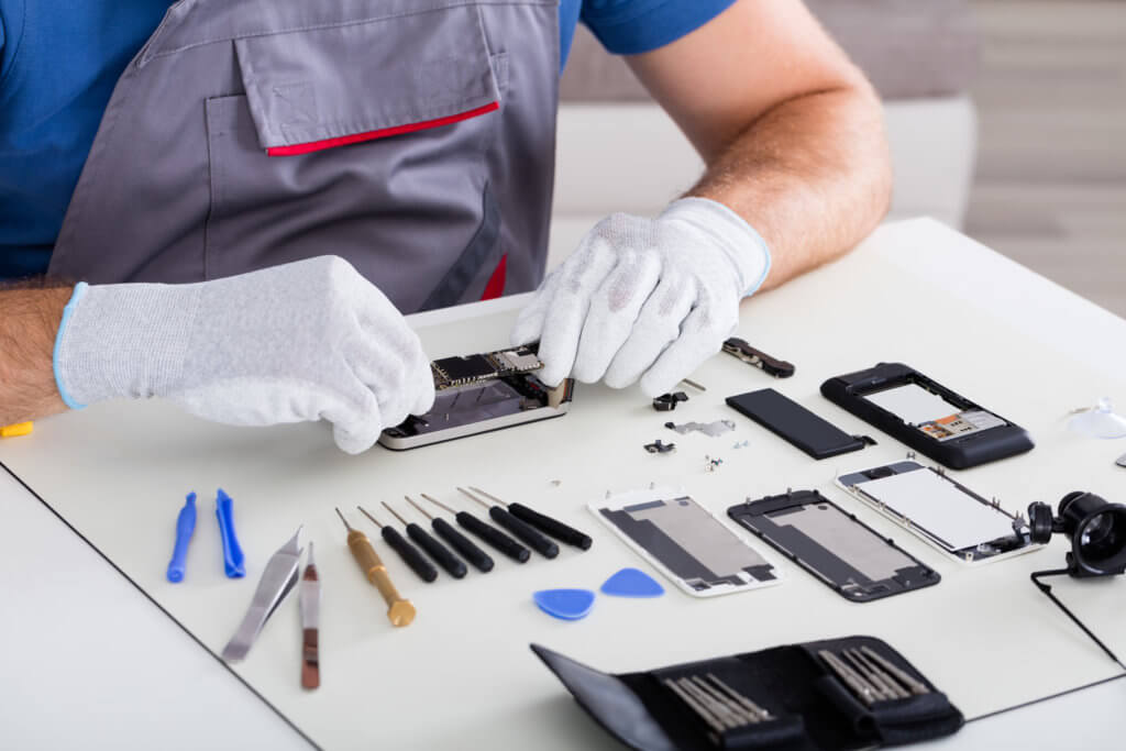 Repairing iPhone Screen