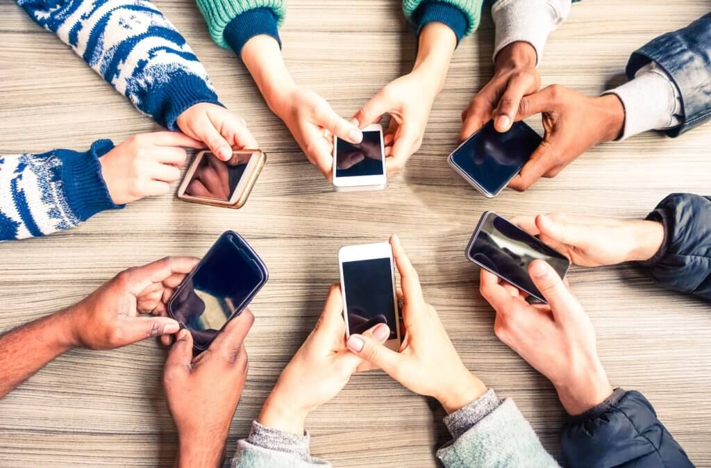What are the best cell phone family plans?